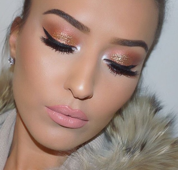 http://www.lush-fab-glam.com/2016/01/winter-makeup-trends-shimmer-eyeshadow.html