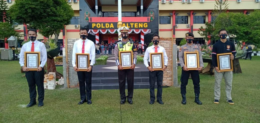 7 Personel Polres Gumas Diberikan Polda Kalteng Penghargaan