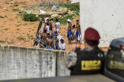 Matan a diez reclusos , seis decapitados durante pleito en cárcel de Paraguay