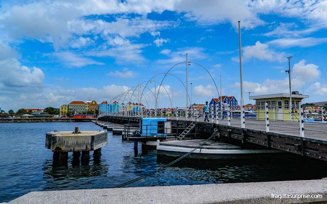 Willemstad, Curaçao, Ponte Rainha Emma