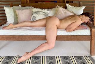 Claudia Raia tem foto sensual publicada e ganha elogios de famosos