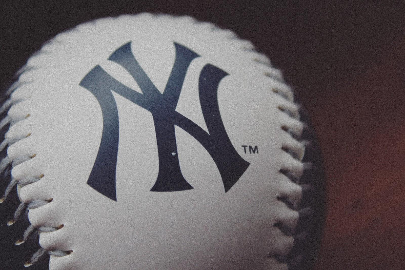 Piłeczka Basebolowa z logo drużyny New York Yankees, pamiątki baseball