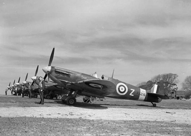 Spitfires May 1942 worldwartwo.filminspector.com