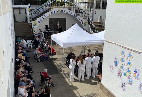 El ambiente festivo inunda el Hospital de Dolores para celebrar el Día de Canarias