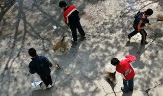 """China combate """"crise"""" de masculinidade com novo livro escolar para meninos"""