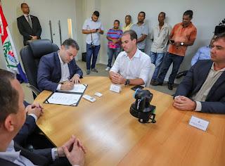 Renan filho e Olavo Neto assinam ordem de serviço para implantação de Rodovia que ligara Murici a Capela.