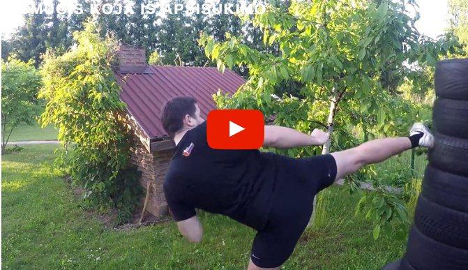 Smūgis koja iš apsisukimo video
