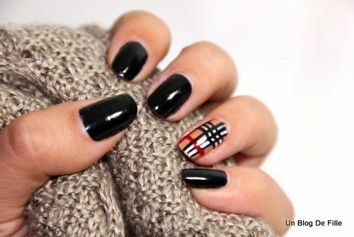http://unblogdefille.blogspot.fr/2013/11/nailstorming-nail-art-carreaux.html
