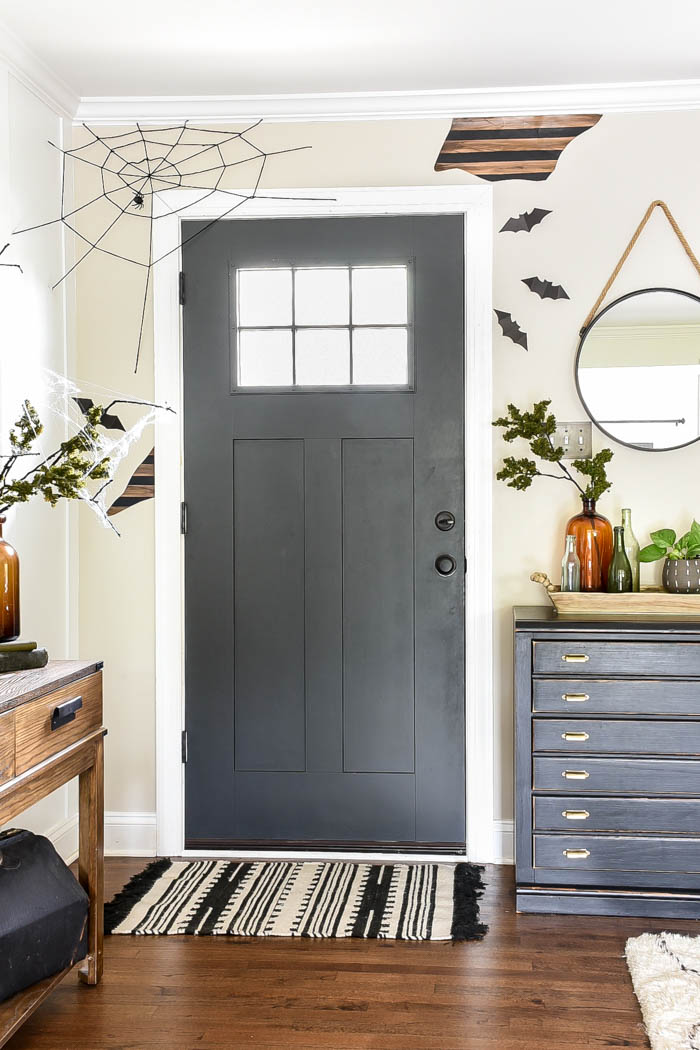 Budget-friendly Halloween decorating ideas to create the perfect spooky Halloween home for less. #halloween #halloweendecor #spooky #halloweenideas