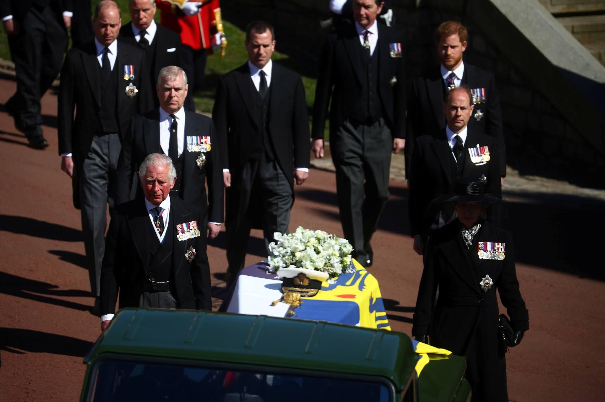 EN VIVO: La reina Isabel despide al Príncipe Felipe rodeada de unos pocos miembros de la familia
