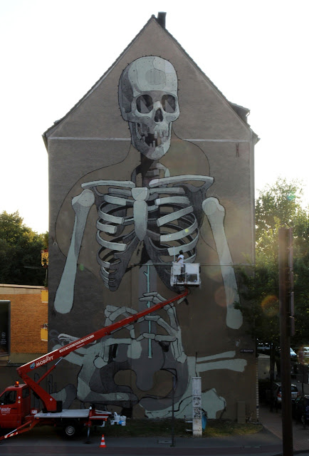 in progress shot from street artist aryz in cologne