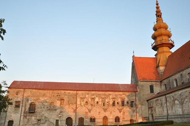Późnoromański klasztor pocysterski w Koprzywnicy - krużganki