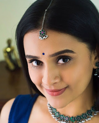 Parna Pethe  (Actress) Biography, Wiki, Age, Height, Career, Family, Awards and Many More