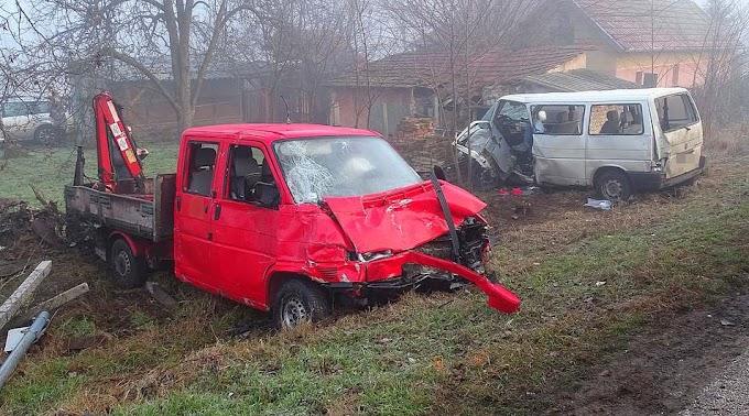Tömegbaleset történt Bács-Kiskun megyében: kisbusz és teherautó ütközött, heten megsérültek