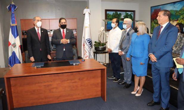 Mescyt y Consulado Dominicano en Nueva York suscriben convenio para beneficiar a dominicanos residentes en los Estados Unidos