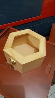 Kotak Kayu Unik