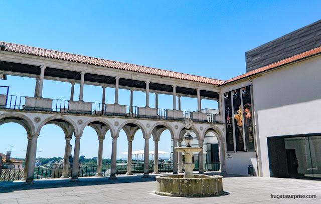 Pátio externo do Museu Nacional Machado de Castro, Coimbra, Portugal