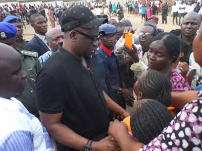 Governor fayose consoles some family members of the dead ekiti doctors