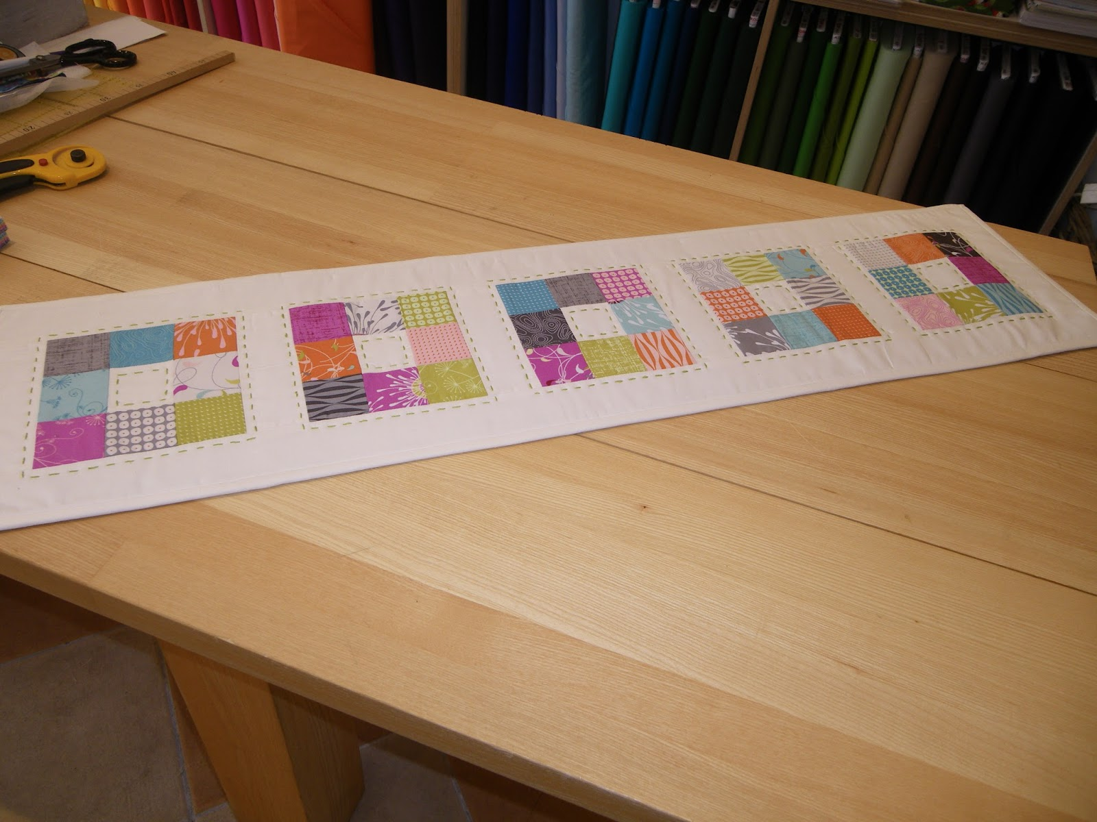my sew side tischl ufer aus mini charm pack. Black Bedroom Furniture Sets. Home Design Ideas