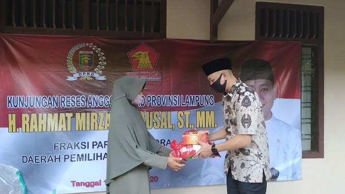 Anggota DPRD Lampung Rahmat Mirzani Serap Aspirasi dan Beri Bantuan ke Masyarakat Bandar Lampung