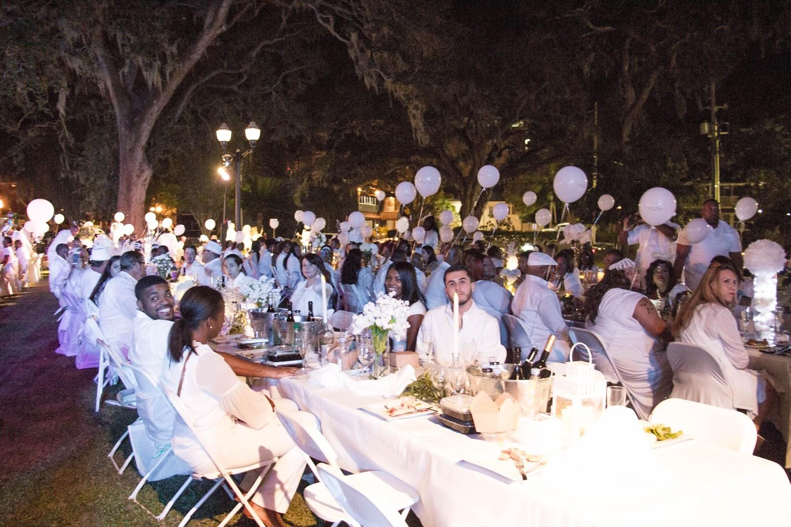 Diner En Blanc – A Sea of White Wonder
