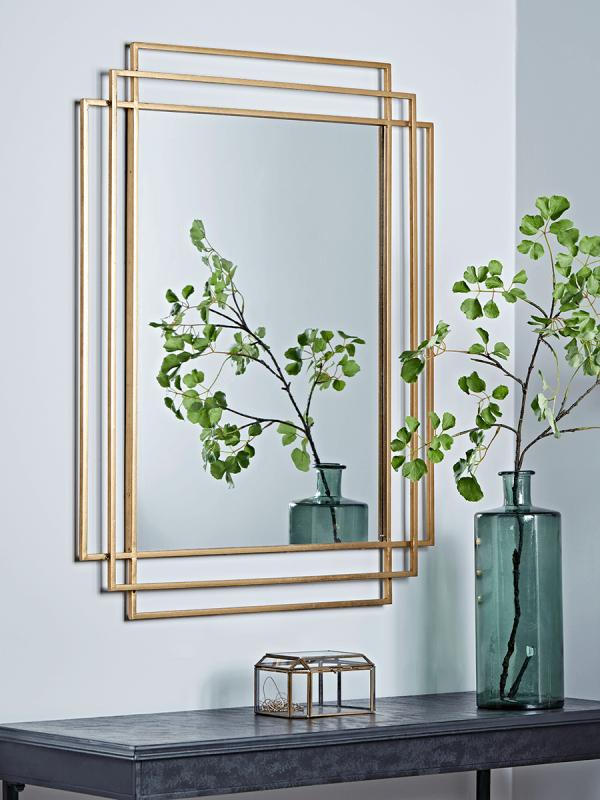Złota rama w lustrze