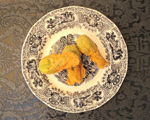 flores-calabacin-rellenas-tempura-presentacion