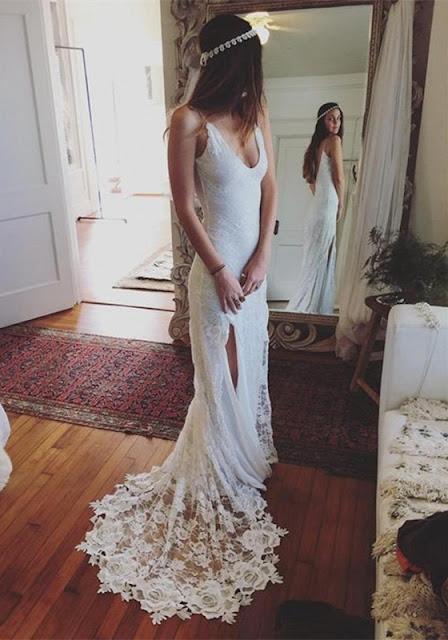 2019 Gorgeous Lace Sleeveless V-Neck Split Beach Wedding Dress