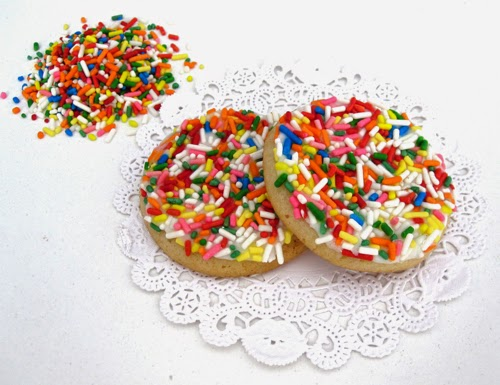 http://blog.dollhousebakeshoppe.com/2014/04/frosted-sprinkle-sugar-cookies-small.html