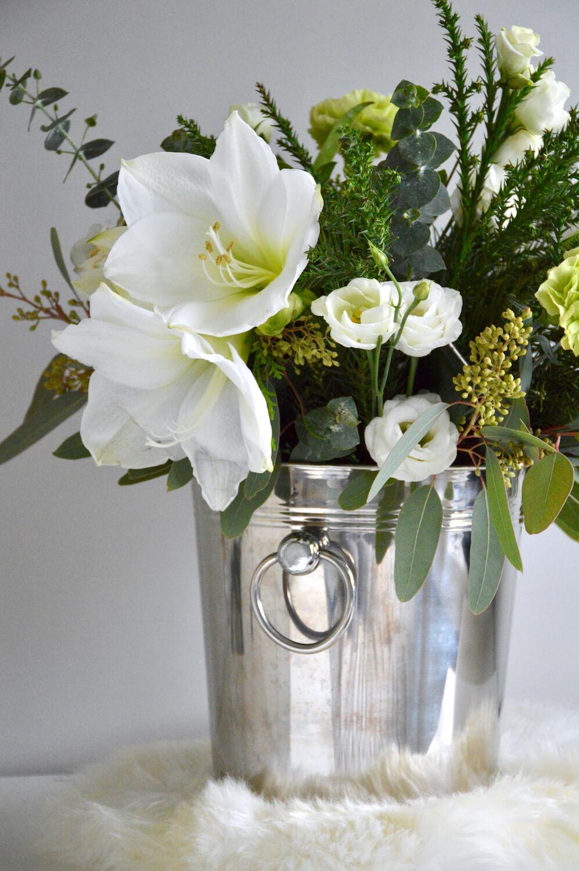 itsenaisyyspaiva-valkoiset-kukat