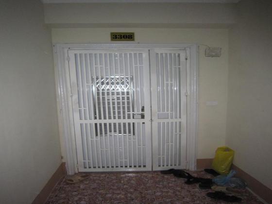 Cửa sắt chung cư giá rẻ tại chung cư N03 -T8 Ngoại Giao Đoàn
