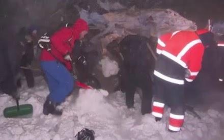Ρωσία: Τρεις νεκροί από χιονοστιβάδα που έθαψε χιονοδρομικό κέντρο
