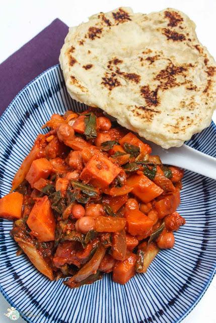 Kartoffel-Mangold-Curry mit selbstgebackenem Naan