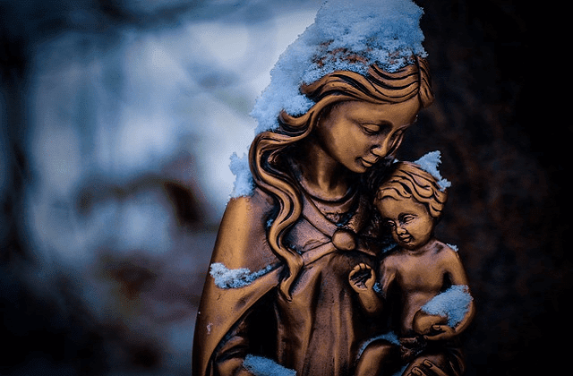 mother mary and child jesus sculpture