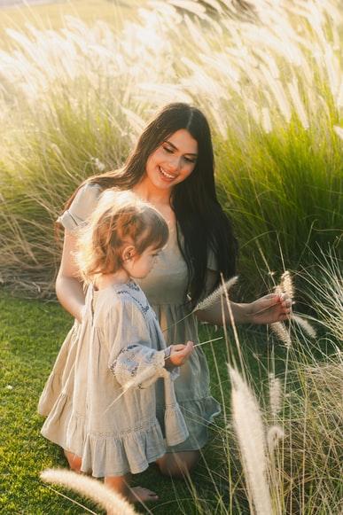 Annenin Kızına Gurur Sözleri ile ilgili aramalar annenin kızına duyguları  dünyanın en güzel kızına en güzel sözler  annenin kızına güzel sözleri  babadan kızına duygusal sözler  babadan kızına güzel kısa sözler  annenin kızına doğum günü şiiri  yavruma güzel sözler  annenin çocuğuna söylediği güzel sözler