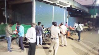 हर्रई में लॉकडाउन का किया जा रहा उल्लंघन, प्रशासन ने 3 दुकानों को किया सील
