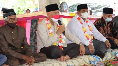 """Gubernur Mahyeldi Sumbar Beri """"Bekal"""" 100 Mahasiswa KKN di Padang Pariaman"""