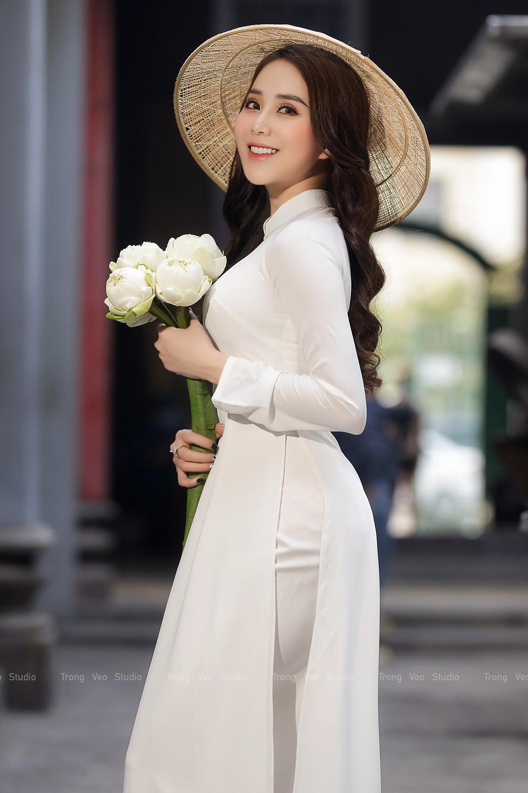 Ngắm hot girl Lục Anh xinh đẹp như hoa không sao tả xiết trong tà áo dài truyền thống - 4