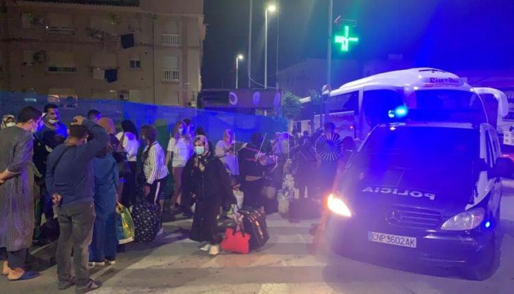 صحيفة إسبانية: من المخجل أن نحني رؤوسنا مجددا أمام المغرب في عملية إجلاء العالقين