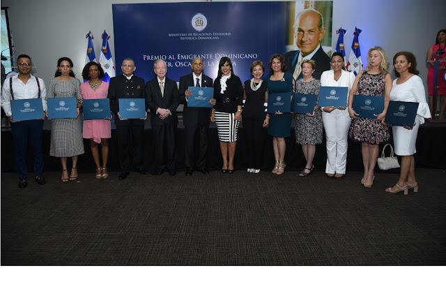 Mirex ofrece coctel a participantes en Premio al Emigrante Dominicano Sr. Oscar de la Renta