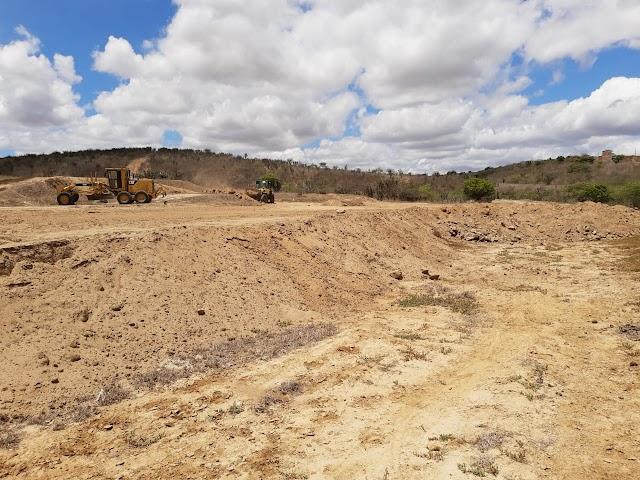 Arara: Obras de terraplanagem do novo campo de futebol seguem avançando.
