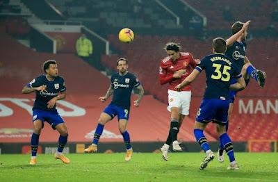 United's Team News Ahead Of Everton Visit As Edinson Cavani Faces Fitness Test