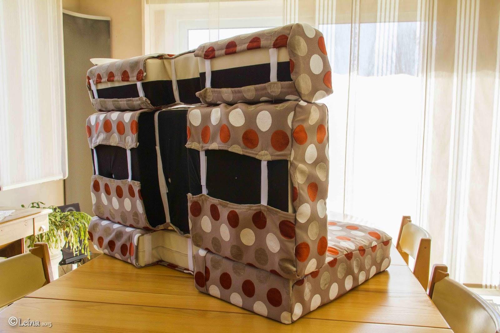 l 39 atelier de leina housses de coussins du camping car install es. Black Bedroom Furniture Sets. Home Design Ideas