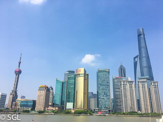 Vista del centro financiero de Shanghai desde El Bund