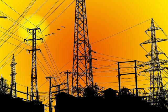 Redes de transmissão em dia ensolarado