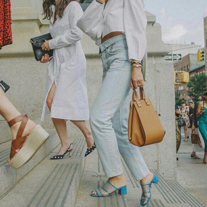 Sandália transparente é moda para o verão 2019 – veja como usar