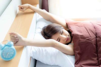 7 Tips Anti Bangun Kesiangan Bangun untuk Makan Sahur