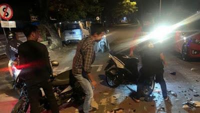 VIDEO: Detik-detik Tabrakan Keras 2 Pemotor di Bone, Korban Tak Sadarkan Diri