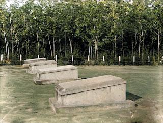 pemakaman orang eropa di perkebunan karet di batang toru