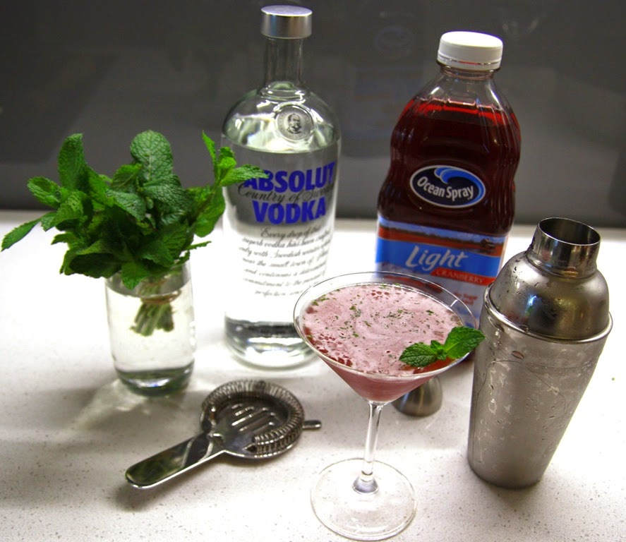 Christmas Cocktail (Vodka, Mint, Cranberry